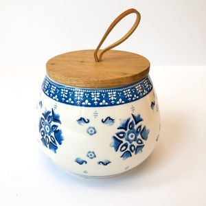 2/$25 Opalhouse • Stoneware Canister + Wood Lid
